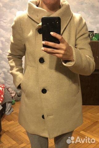 b11c6e31e36 Пальто Bershka женское бежевое 42-44 б у купить в Москве на Avito ...