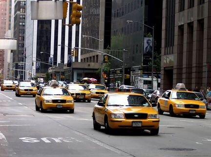 Водитель такси в ночную